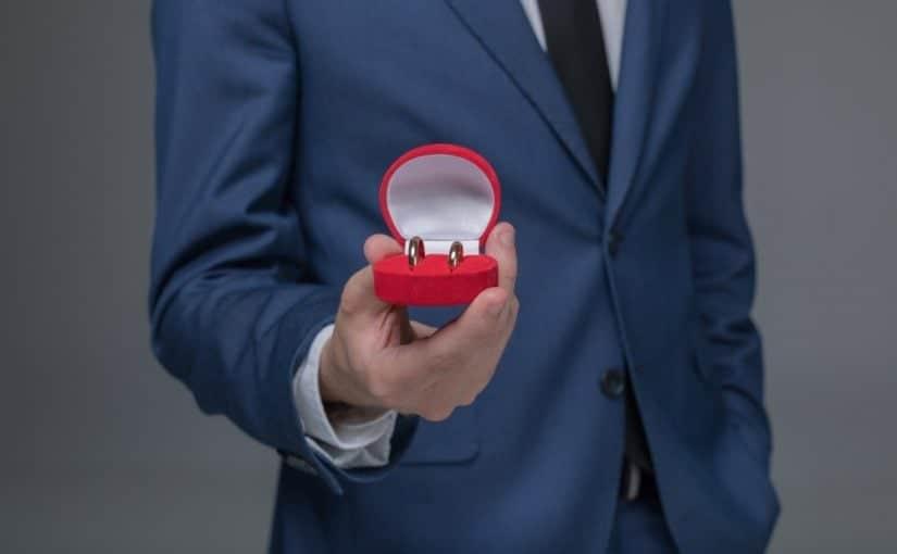 Sådan klæder du dig på som bryllupsgæst