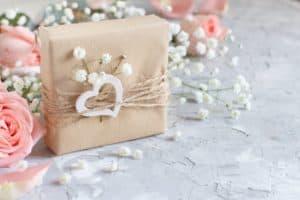 Read more about the article Til parret der har alt: Kreative bryllupsgaver på budget
